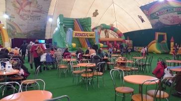 Teatru papusi la balonul copiilor